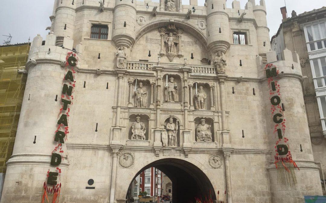 Decoracion homenaje al Cid Campeador en la Puerta de Santa Maria de Burgos